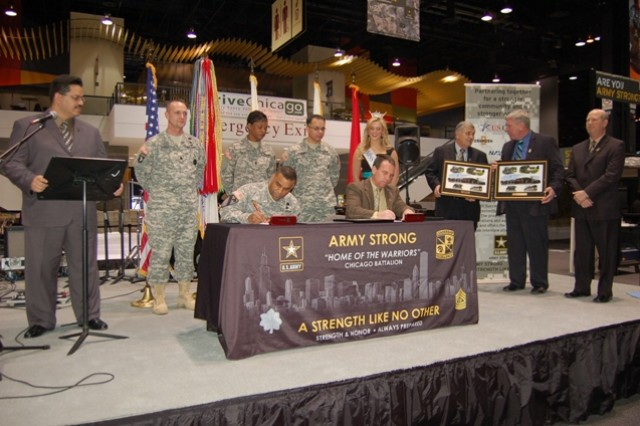 USAREC, DCG, Brig. Gen. Bryan Roberts signs the PaYS agreement with Itasca, Ill. Mayor, Jeff Pruyn.