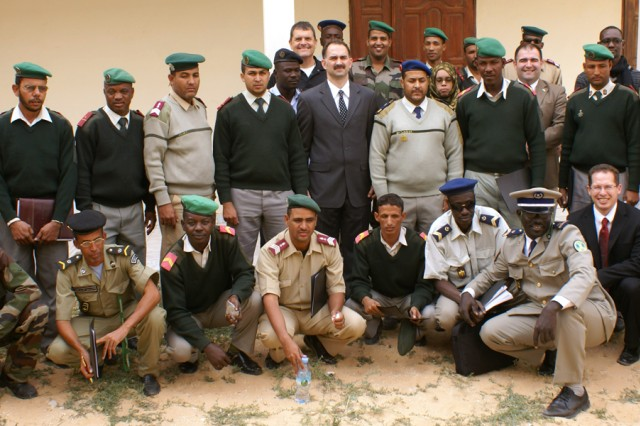 Mauritanian Medical Services soldiers pose for a photo with their American guests in Nouakchott, Jan. 19, 2011.