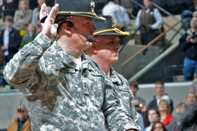 Lt. Gen. Rick Lynch and Command Sgt. Maj. Neil Ciotola swear in the Army's newest recruits.