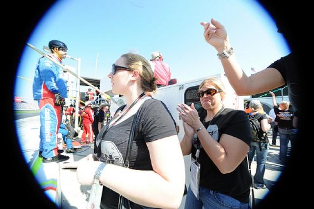 Hoffman, Kenelly watch race