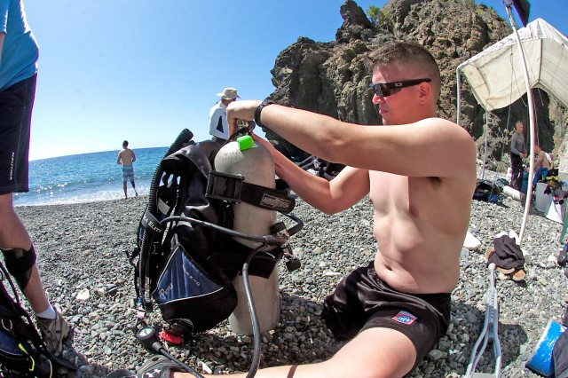 GUANTANAMO BAY, Cuba -- Sedalia, Mo. resident, Spc. Joe Yantz adjusts his air tank, Feb. 20 during a visit to Guantanamo Bay, Cuba with the charitable organization Soldiers Undertaking Disabled SCUBA. Yantz lost his right leg during a foot-patrol in Afghanistan when his patrol was struck by an improvised explosive device.