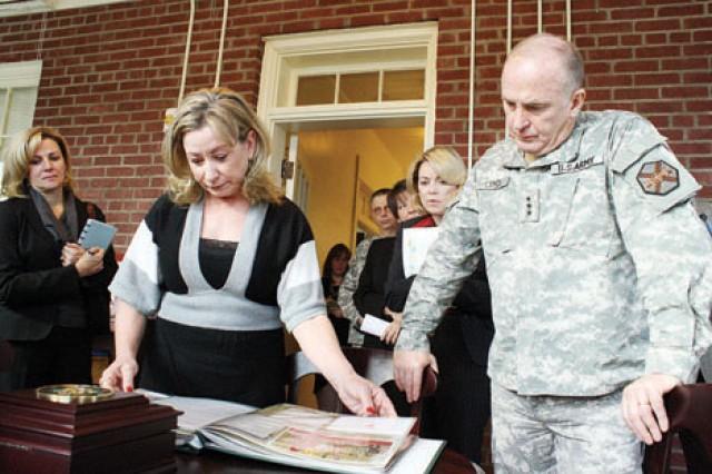 IMCOM commanding general, wife visit Fort Riley