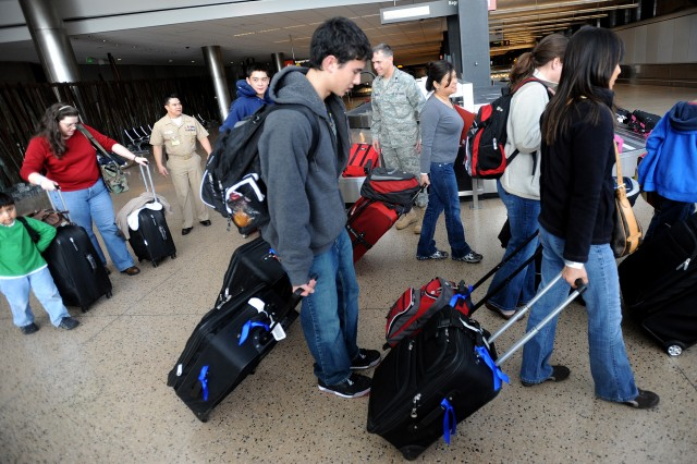 People head to the USO at Seattle-Tacoma International Airport, after collecting their baggage March 19, 2011.