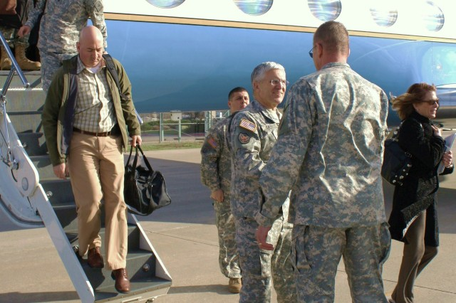 Casey gets update on DADT repeal training progress at Fort Riley