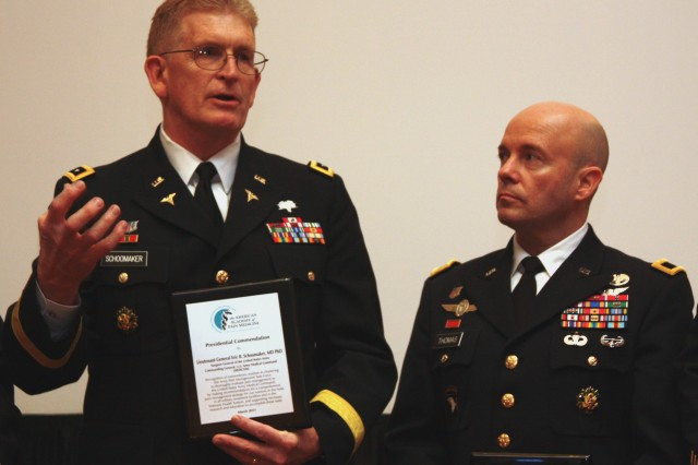 Following the awards ceremony during the annual American Academy of Pain Medicine conference, Lt. Gen. Eric B. Schoomaker, commanding general of the U.S. Army Medical Command and the Army's surgeon general (left), briefly discusses the efforts of the Army Pain Management Task Force chaired by Brig. Gen. Richard W. Thomas, assistant Surgeon General for Force Protection (right).