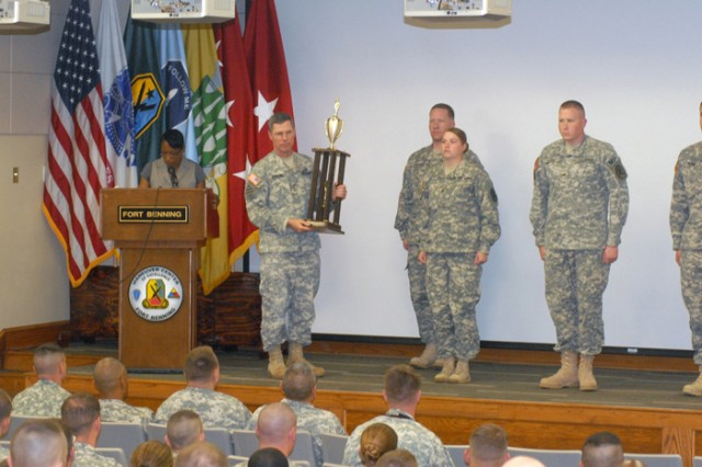 Lt. Gen. John E. Sterling presents the Stem Award to the 209th Military Police Company Wednesday.