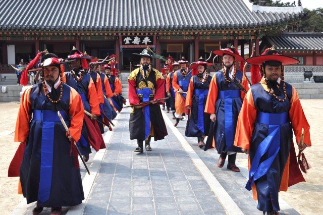 Soldiers participate in royal reenactment in Suwon