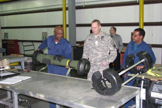 Rogers visits munitions center
