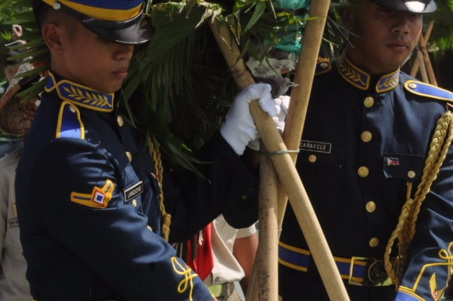 Filipino servicemembers carry a wreath during the Bataan Death March ceremony April 10, at Capas National Shrine, Tarlac, Philippines. The ceremony was part of Exercise Balikatan 2011 and Veterans Week, a time of recognition in the Philippines.
