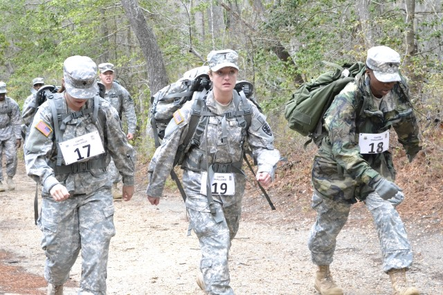7th Sustainment Brigade Soldiers earn German Armed Forces Proficiency Badge