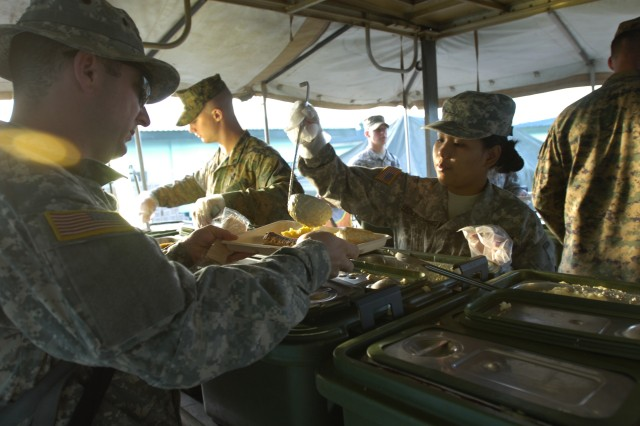 Joint force feed troops at Fort Magaysay
