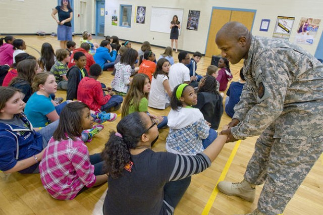 Fort Meade Soldiers visit Columbia middle school