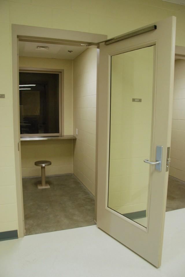 Non-contact visitation area
