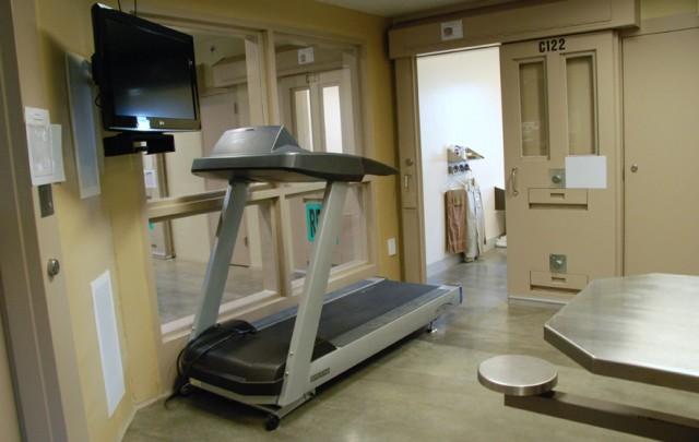 Pre-trial confinement unit common area