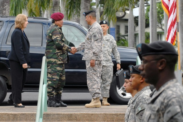 U.S. Army Pacific held a welcoming ceremony for Gen. Dato\' Sri Zulkifeli Bin Mohd Zin, Chief of Army, Malaysia. USARPAC Command Sgt. Maj. Frank M. Leota greets Zulkifeli, April 25 at Fort Shafter, Hawaii.