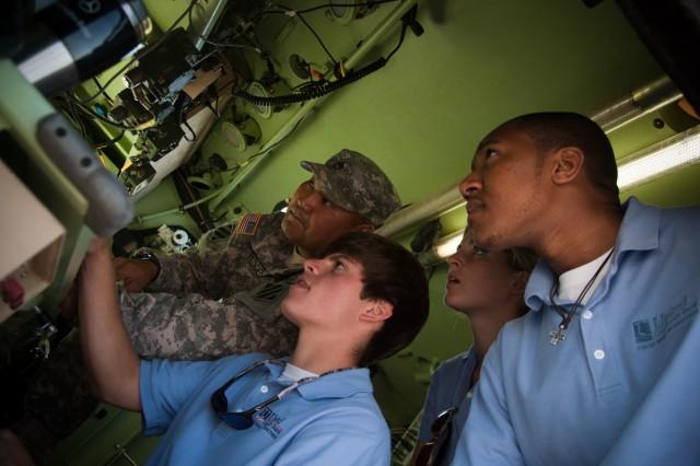 High school seniors, junior leaders visit Fort Stewart