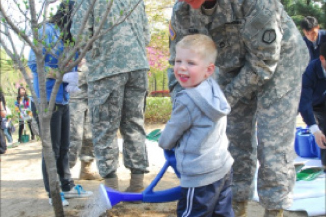Soldiers plant seeds to build bond