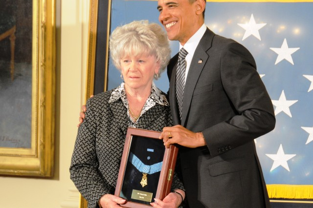 Dorothy gets MOH from Pres.