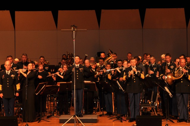 """The Army Ground Forces Band's commander and conductor, Maj. Treg Ancelet, leads the band in """"America the Beautiful"""" during the band's alumni reunion concert at McEachern High School Performing Arts Center in Powder Springs, Ga."""
