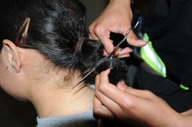 Amaryllis Rivera donates hair