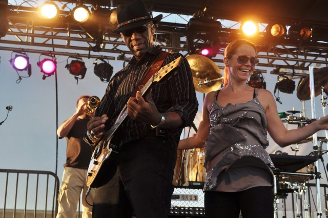 Kimo Williams and Julie Dutchak perform during the Lt. Dan Band's concert May 14 at Fort Irwin's Army Field.