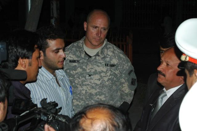 Corps of Engineers shows solar-powered streetlights to Afghan media