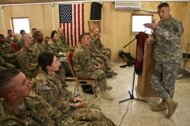 SMA meets with Spann Soldiers 1