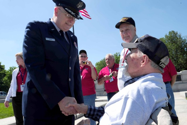 Reno greets WWII veterans