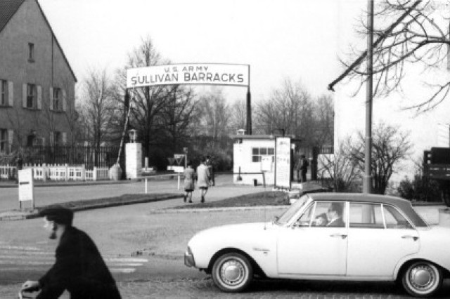 An undated photo from the early days of the U.S. Army in Mannheim shows the gate of Sullivan Barracks, probably at Friendship Circle.