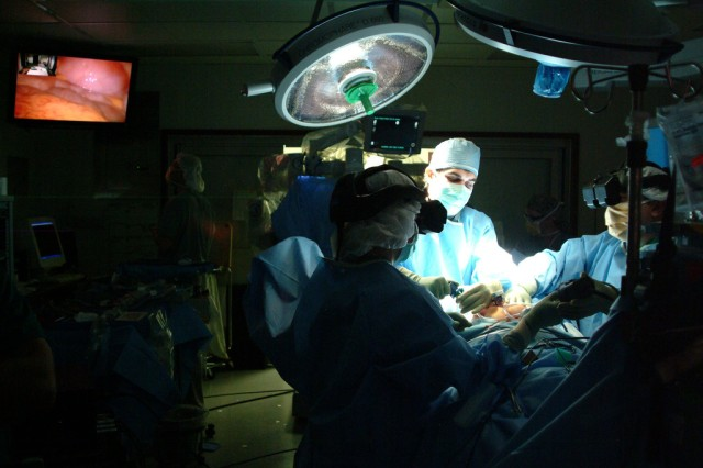 A medical team performs three-dimensional minimally invasive surgery at Walter Reed Army Medical Center in Washington, D.C., March 23, 2007.