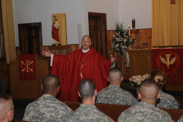 Pentagon priest celebrates Mass at Fort McCoy with 34th BCT
