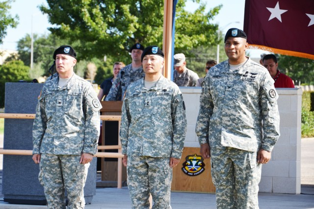 Col. (Dr.) Steven Braverman (left), Carl R. Darnall Army Medical Center's outgoing commander, and Col. Patrick Sargent (right), incoming commander, stand with Maj. Gen. M. Ted Wong, commanding general, Southern Regional Medical Command and Brooke Army Medical Center, before the guidon exchange at their Change of Command Ceremony June 23 at Sadowski Field, Fort Hood, Texas. (U.S. Army photo by Patricia Deal, CRDAMC Public Affairs)