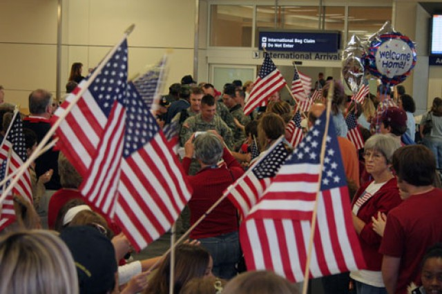 Soldiers coming home on R&R;through the Dallas-Fort Worth International Airport get a heroes' welcome.