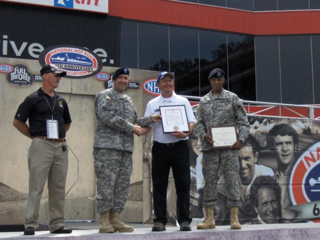 Army Presents Partnership Certificate to Aaron's, Inc.
