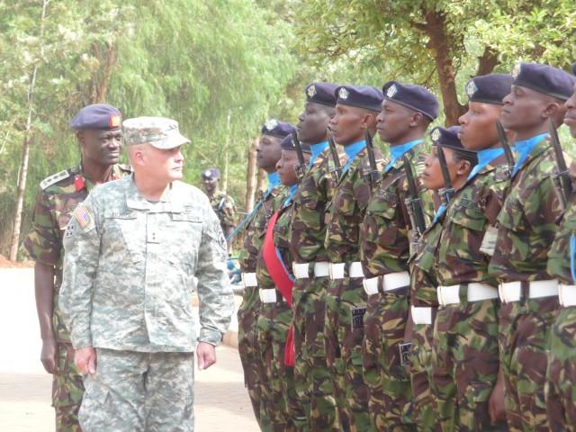 MG Hogg observes Kenya Army School of Infantry training