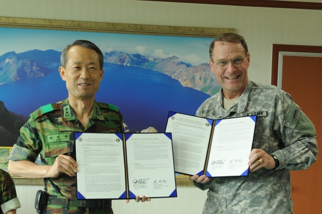 Maj. Gen. John A. Macdonald (right), United Nations Command, Combined Forces Command and U.S. Forces Korea Assistant Chief of Staff and Republic of Korea Army Maj. Gen. Bae Myeong-heon, commander of the ROK Army Aviation Operations Command.