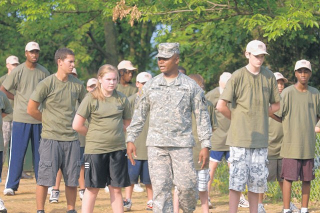 USO Metro hosts youth 'boot camp' | Article | The United ...