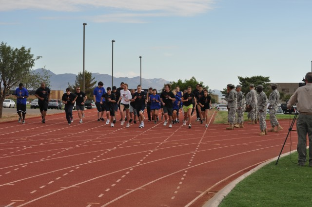 "Summer hires working in the NETCOM/9th SC(A) headquarters begin their one-mile run during their Army Strong Day at Fort Huachuca. The group was treated to a ""day-in-the-life"" experience June 27."