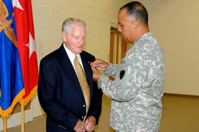 Soldier receives Bronze Star Nearly 70 years later