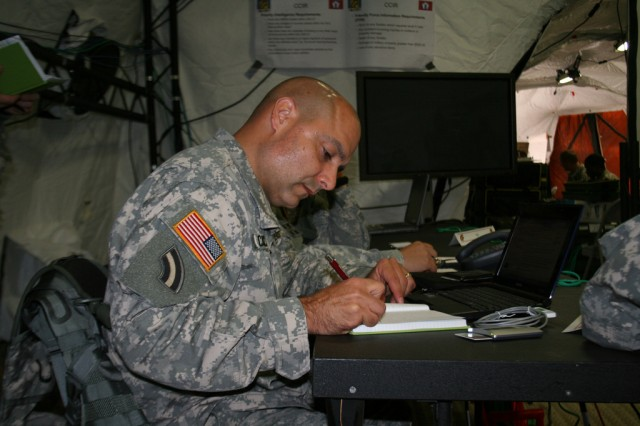 Hurricane Response Exercise Tests 42nd Division Command Post