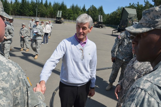 McHugh visits Soldiers, answers questions