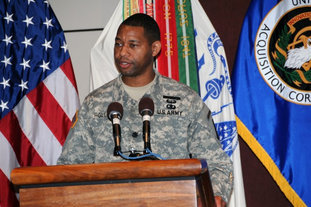 Lt. Col. Carl J. Hollister, incoming product manager for Command Post Systems and Integration (PdM CPS & I), addressed the audience during the PdM CPS & I Change of Charter ceremony on July 15 at Redstone Arsenal, Ala. (U.S. Army Photo)