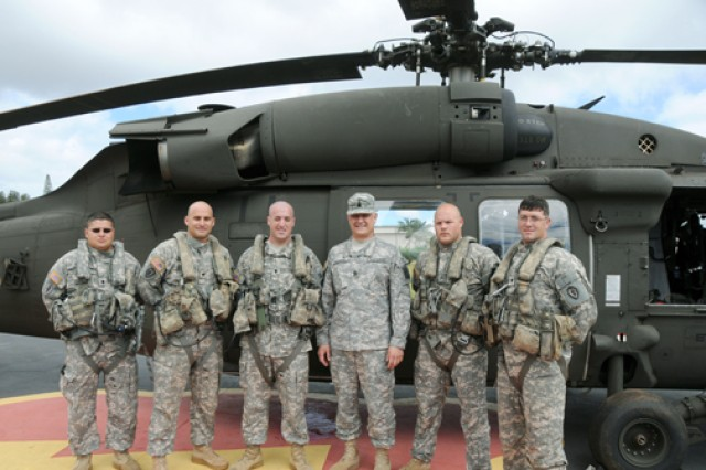 Sgt. Maj. of the Army Raymond Chandler III (center) stands with 25th Combat Aviation Brigade, 25th Infantry Division Soldiers during his visit to Hawaii. Chandler went on an aerial tour of the island while on the helicopter manned by 25th CAB Soldiers. (Courtesy Photo)