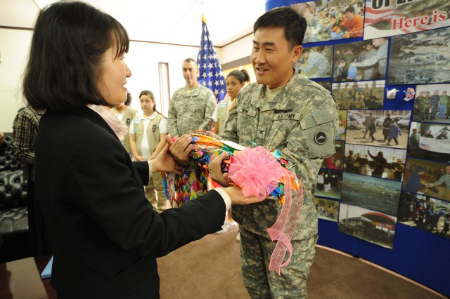 USARJ rep. receives origami cranes
