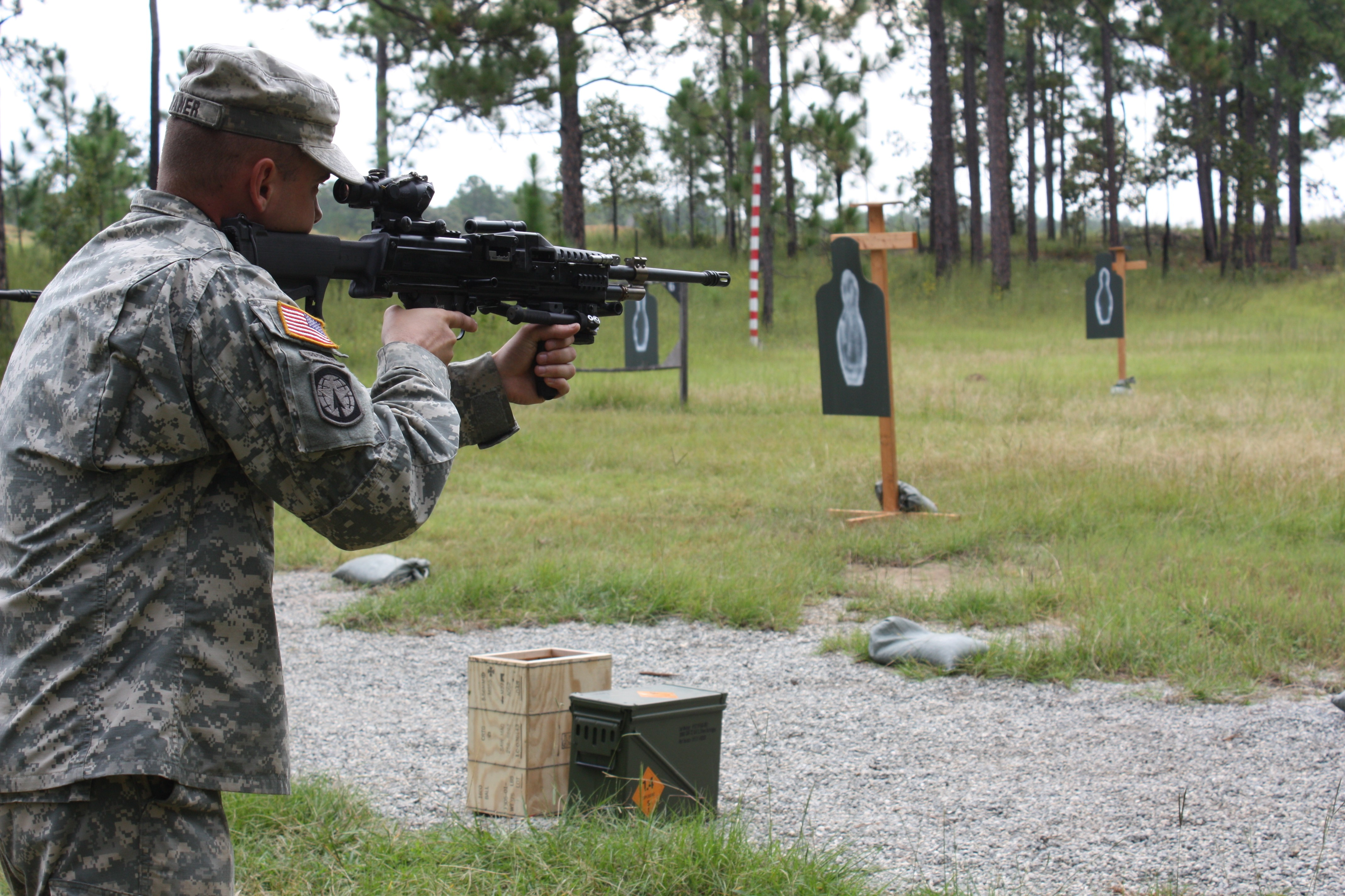 New light machine gun aims to 'SAW' Soldiers' load | Article | The