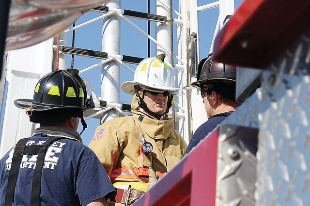 Fort Riley garrison commander tries hand at firefighting