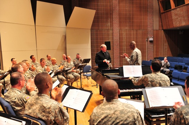 Joint Chief Sings with Army Chorus