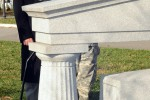Thousands lay wreaths at nation's cemetery