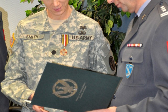 US Army medical leaders presented with Polish medal