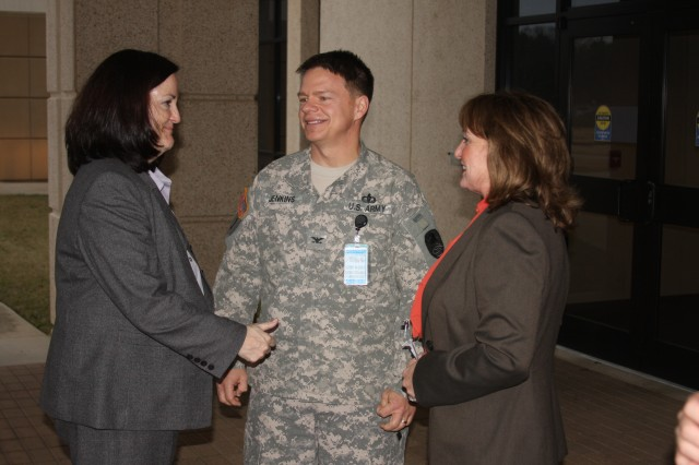 Army leader visits SMDC environment